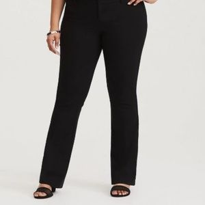 SLIM FLARE PANT - BLACK DELUXE STRETCH